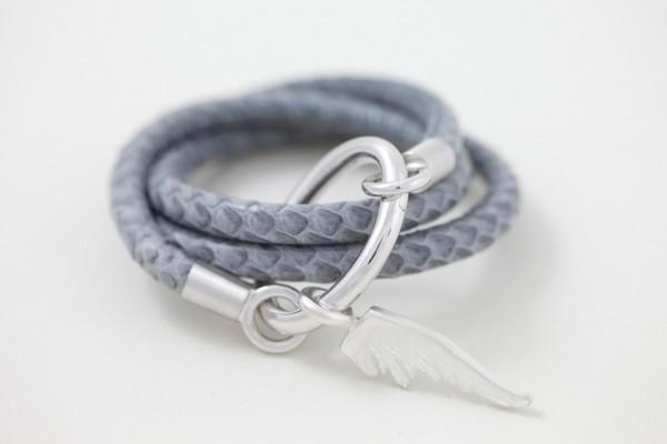 Schlangenlederarmband mit Flügel-Anhänger